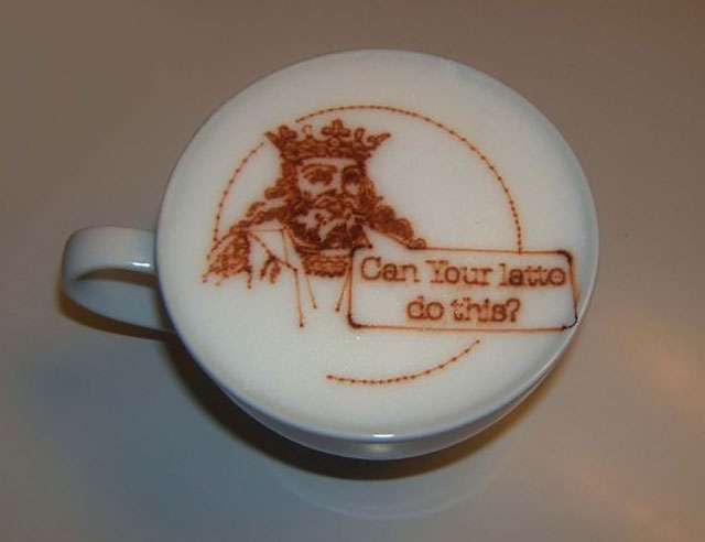 King of Hearts Coffee // Creative 3D Coffee Latte Art Pictures, Images & Designs
