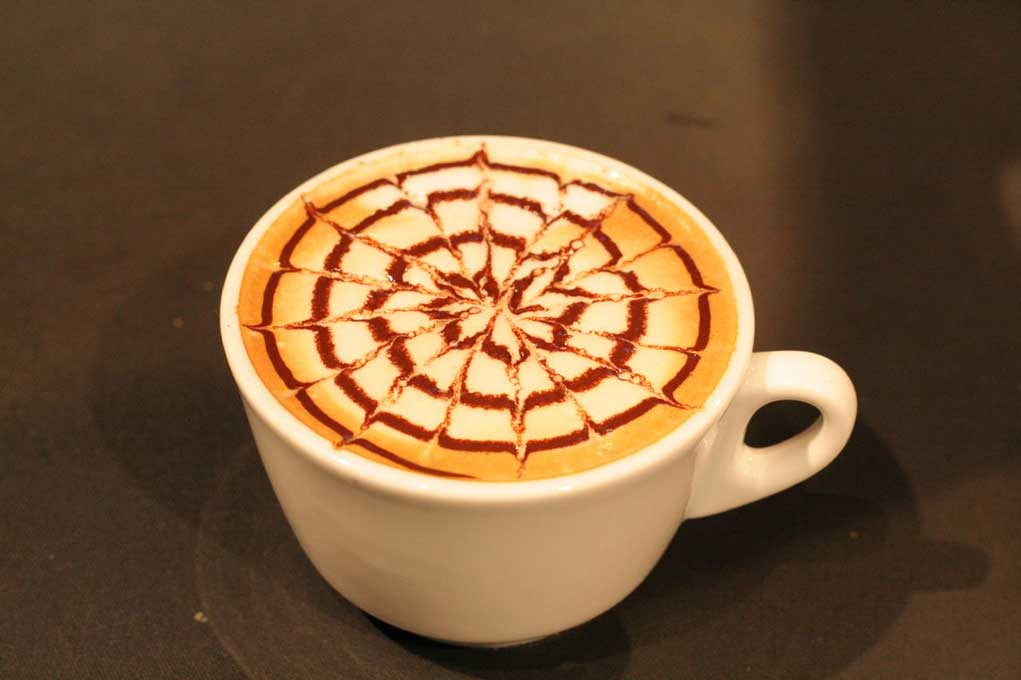 Circle Floral Patterned Latte Art // Creative 3D Coffee Latte Art Pictures, Images & Designs