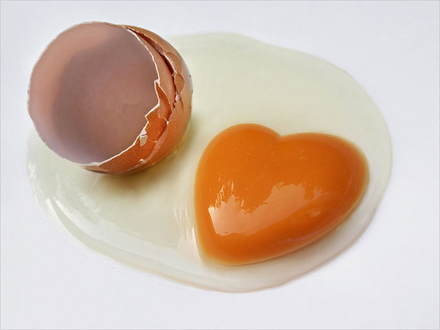 Hidden Egg Yolk Heart | Unexpected Modern Hearts Photography