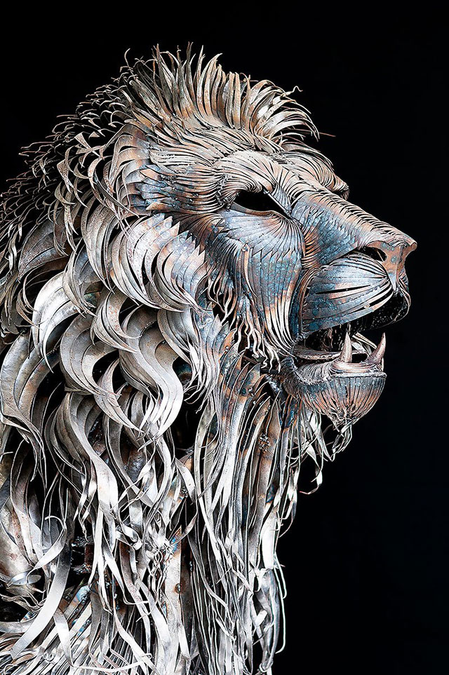 Recycled Scrap Metal | 10 Creative & Famous Lion Sculptures Outdoor Art