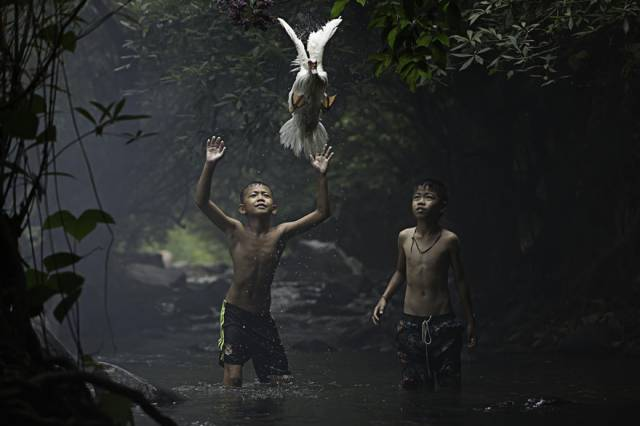 Merit Winner: Catching A Duck, Thailand | 10 Best Winners From The National Geographic Traveler Photo Contest 2015