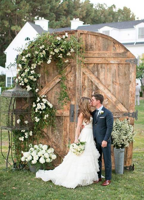 Old Barn Doors // 10 Rustic Old Door Wedding Decor Ideas For Outdoor Country Weddings