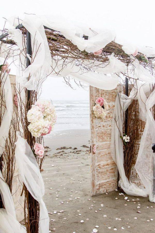10 Rustic Old Door Wedding Decor Ideas If You Love Outdoor ...