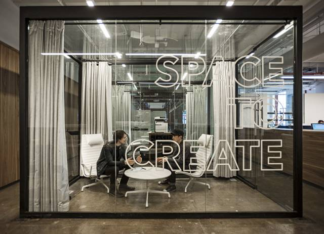 Transparent Glass Wall Divider Partition For Offices // 10 Creative Office  Space Design Ideas